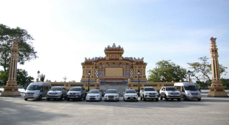 Danang to Golden Bridge Ba Na Hills by car